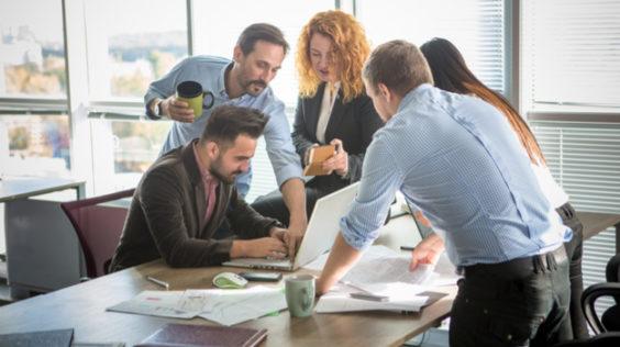 Quelle est la bonne façon de demander de l'aide au travail ?